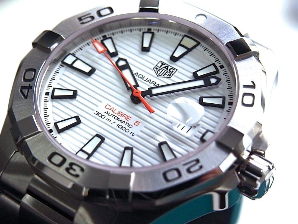 【タグホイヤー】白い文字盤が爽やかな印象!夏のダイバーズ時計に「アクアレーサーキャリバー5」-TAG Heuer -R1171809
