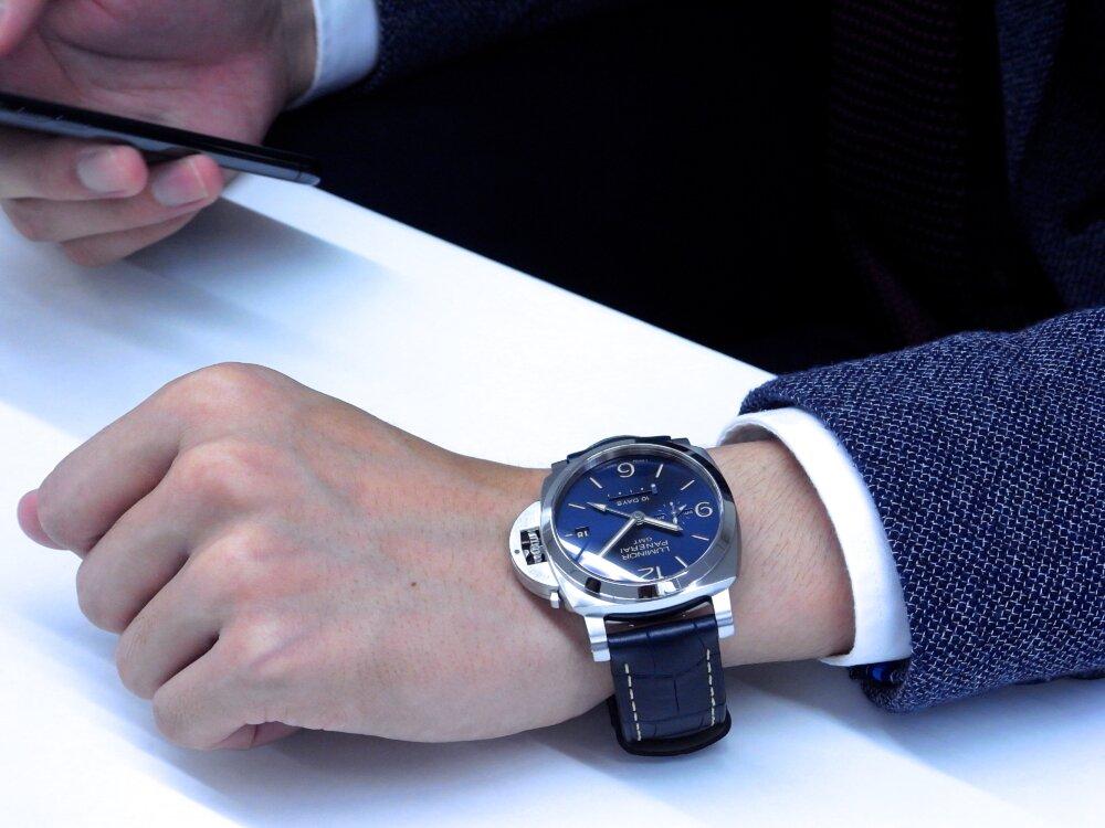 パネライ ブルー文字盤 を採用した10日間の パワーリザーブが実現した ルミノール GMT 10デイズ PAM00986-PANERAI -R1172961