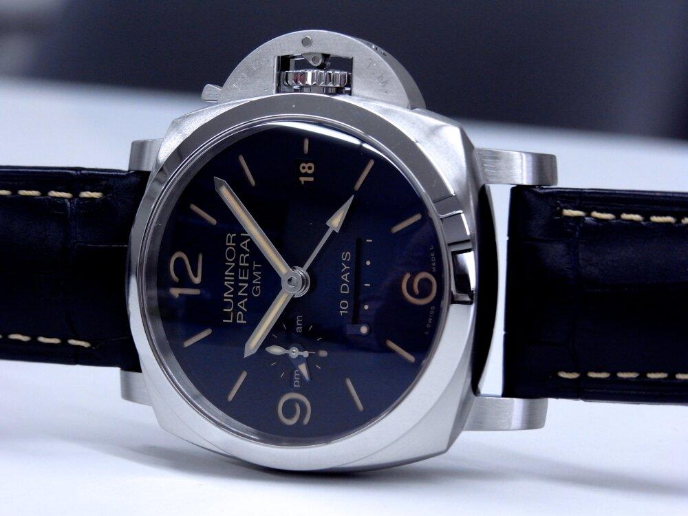 パネライ ブルー文字盤 を採用した10日間の パワーリザーブが実現した ルミノール GMT 10デイズ PAM00986-PANERAI -R1172963