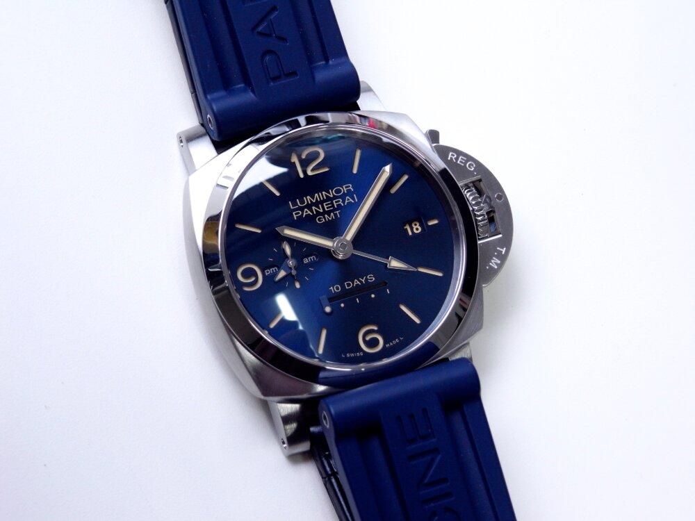 パネライ ブルー文字盤 を採用した10日間の パワーリザーブが実現した ルミノール GMT 10デイズ PAM00986-PANERAI -R1172977