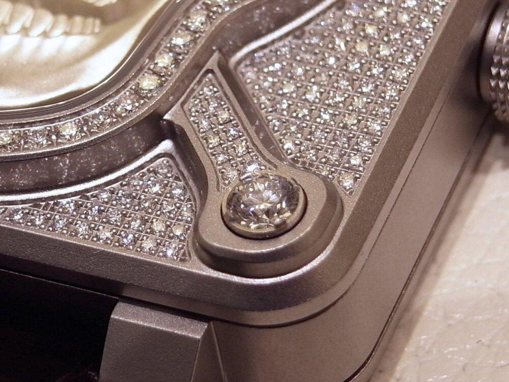 消費増税 前に手に入れる!! 394個のダイヤモンドが圧巻の、ベル&ロスの「ラッフィングスカル フルダイヤモンド」-Bell&Ross その他 -R1169839