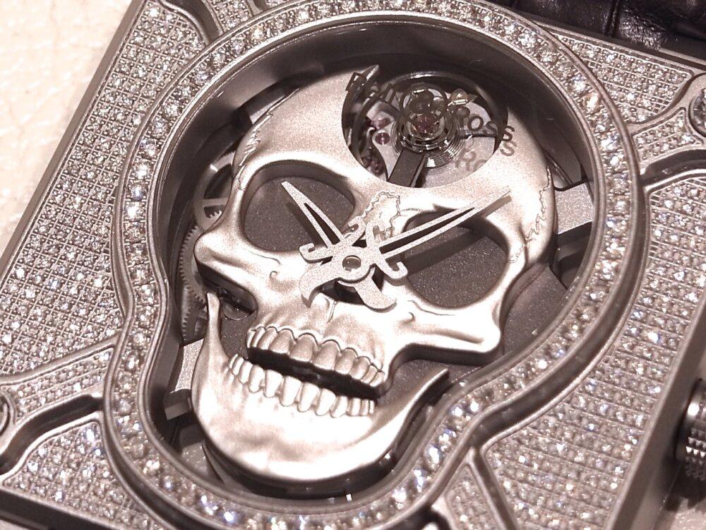 消費増税 前に手に入れる!! 394個のダイヤモンドが圧巻の、ベル&ロスの「ラッフィングスカル フルダイヤモンド」-Bell&Ross その他 -R1169840