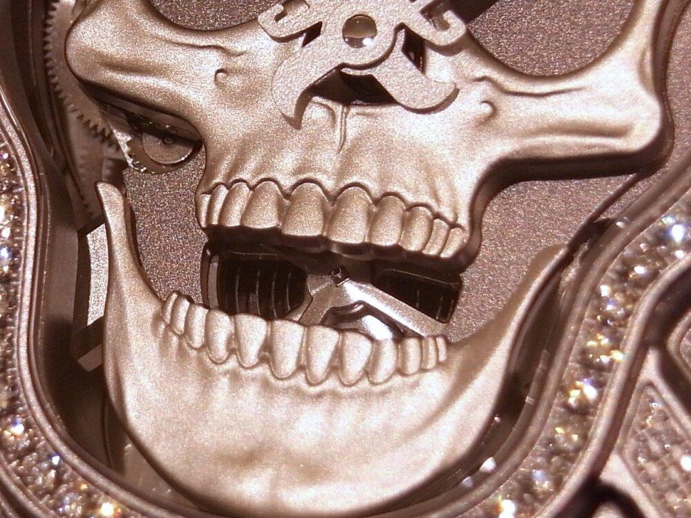 消費増税 前に手に入れる!! 394個のダイヤモンドが圧巻の、ベル&ロスの「ラッフィングスカル フルダイヤモンド」-Bell&Ross その他 -R1169841