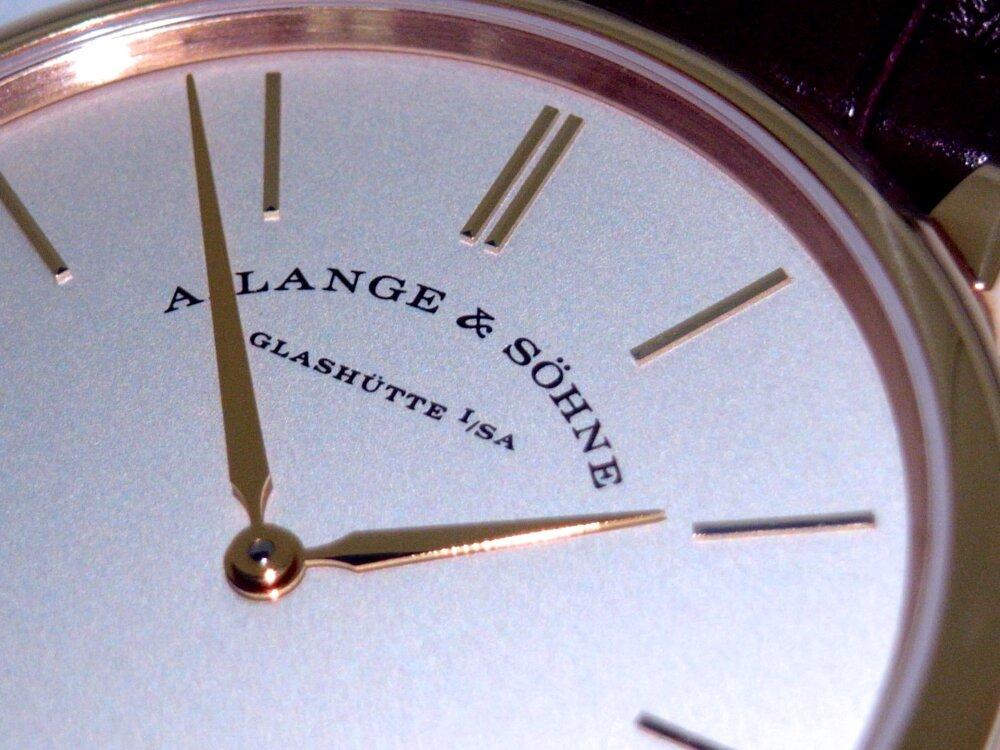 一切の無駄を省く2針のシンプルな時計、A.ランゲ&ゾーネ「サクソニア・フラッハ」-A.LANGE&SÖHNE -R1173489