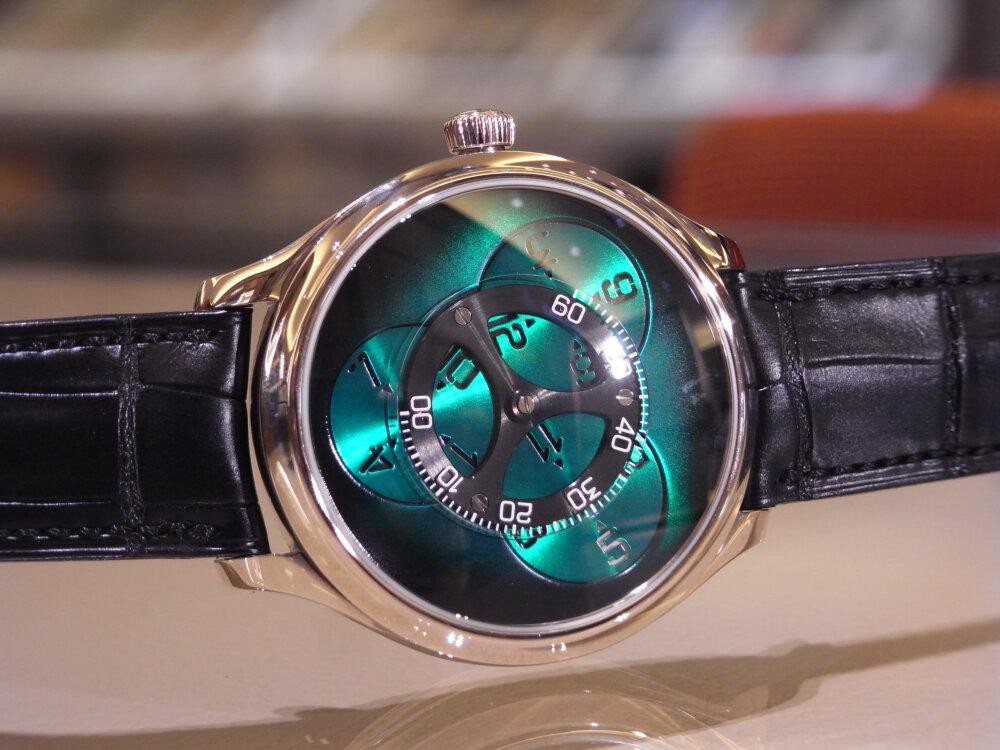 【H.モーザー】現代の時計製造の源となった太陽系に着想を得た意欲作!「エンデバーフライングアワーズ」。-H.Moser&Cie. -R1174118