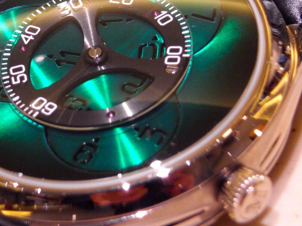 【H.モーザー】現代の時計製造の源となった太陽系に着想を得た意欲作!「エンデバーフライングアワーズ」。-H.Moser&Cie. -R1174132