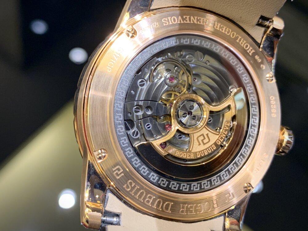 ラグジュアリーな腕時計ならエクスカリバー42で間違いない!!~ロジェ・デュブイ~-ROGER DUBUIS -IMG_2099