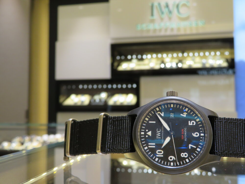 IWC 2019年新作!上質なマットブラックセラミックを使った黒い機械式時計!!パイロット・ウォッチ・オートマティック・トップガン!!-IWC -IMG_2649