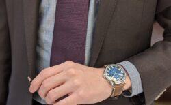 懐中時計からインスピレーションを受けたレトロでありながらモダンなデザイン!H.モーザー ヘリテージ・センターセコンド ファンキーブルー