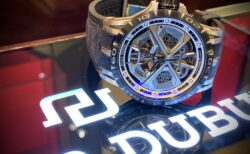 大人を満足させられる拘りの腕時計。エクスカリバーウラカン日本限定!!~ロジェ・デュブイ~