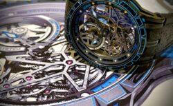 ピレリとの独占提携により実現された、エクスカリバー ピレリ オートマティック スケルトン。世界限定88本~ロジェ・デュブイ~