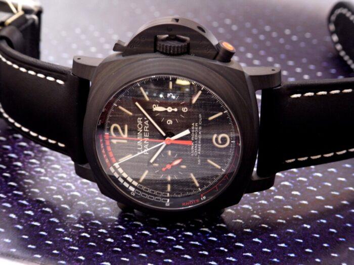 黒と赤のカラーリングがかっこいい!本格レガッタ仕様の、パネライ「ルミノール ルナ・ロッサ レガッタ」PAM01038-PANERAI -R1175705-700x525