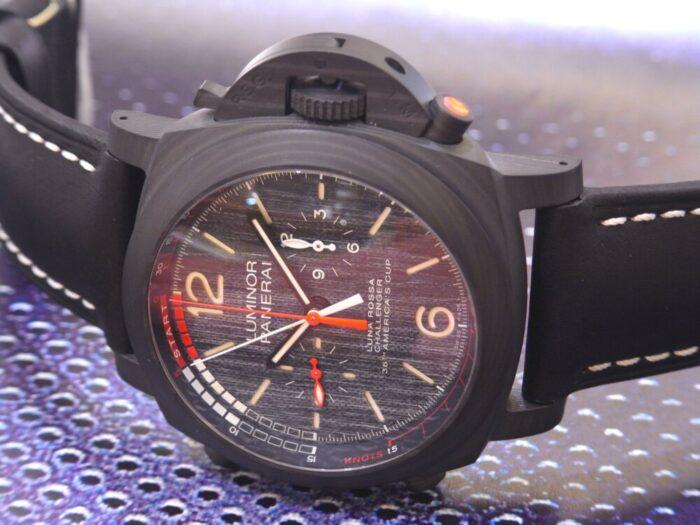 黒と赤のカラーリングがかっこいい!本格レガッタ仕様の、パネライ「ルミノール ルナ・ロッサ レガッタ」PAM01038-PANERAI -R1175713-700x525