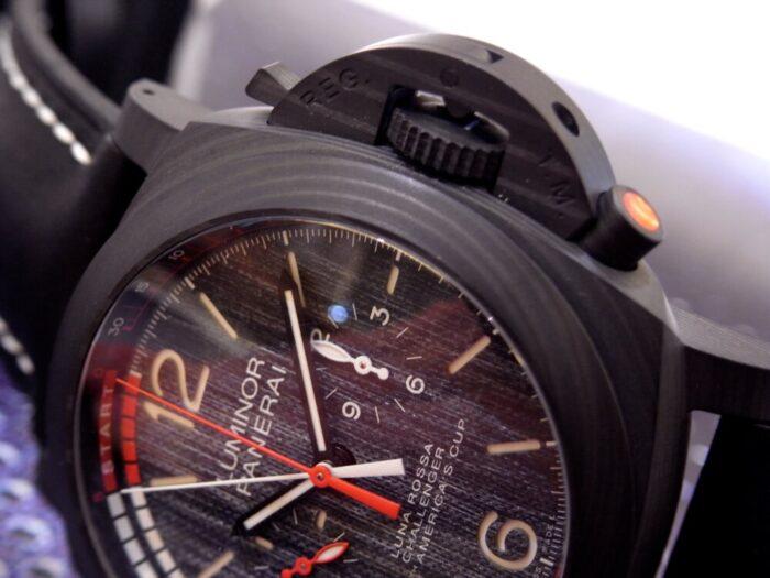 黒と赤のカラーリングがかっこいい!本格レガッタ仕様の、パネライ「ルミノール ルナ・ロッサ レガッタ」PAM01038-PANERAI -R1175719-700x525