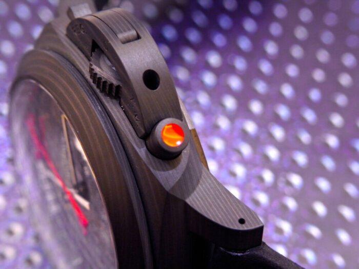 黒と赤のカラーリングがかっこいい!本格レガッタ仕様の、パネライ「ルミノール ルナ・ロッサ レガッタ」PAM01038-PANERAI -R1175721-700x525