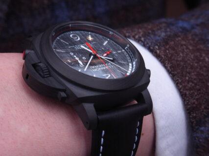 黒と赤のカラーリングがかっこいい!本格レガッタ仕様の、パネライ「ルミノール ルナ・ロッサ レガッタ」PAM01038