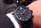 全体をブラックで統一した IWC 「パイロット・ウォッチ・ダブルクロノグラフ・トップガン・セラタニウム」