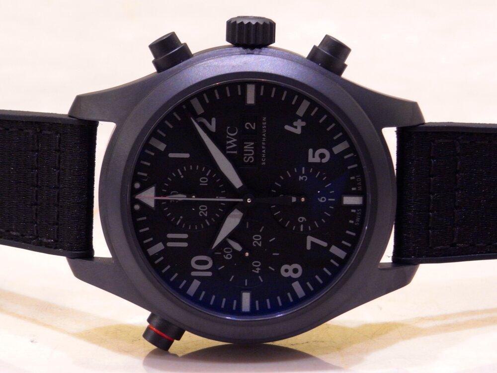 全体をブラックで統一した IWC 「パイロット・ウォッチ・ダブルクロノグラフ・トップガン・セラタニウム」-IWC -R1175890