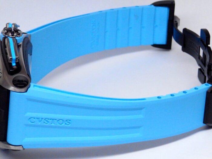 爽やかなアウトドアシーンに映える、色鮮やかな クストス『チャレンジ クロノⅢ-S』 - CVSTOS