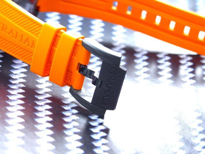 ピンバックルまでカーボン素材にこだわった逸品!オレンジのカラーが映える「クロノファイター スーパーライト カーボン」グラハム - その他