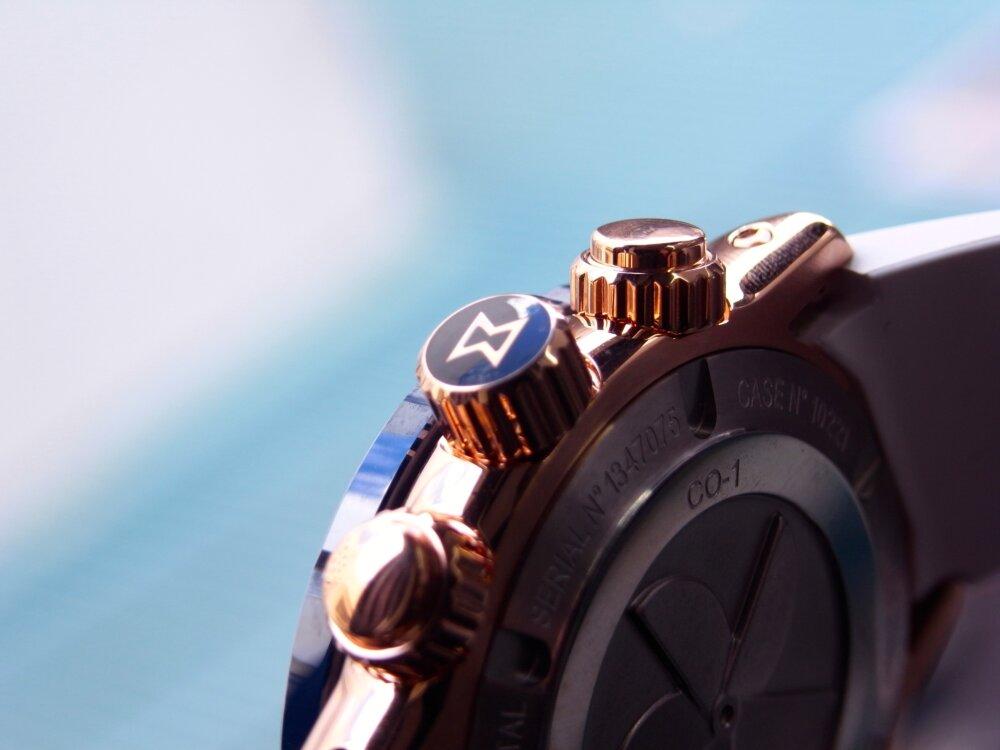 ビーチに映える白とブルーの爽やかウォッチ クロノオフショア1 クロノグラフ スペシャルエディション-EDOX -R1173837