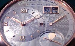色彩、伝統技法と月が織りなすエレガンス「リトル・ランゲ1・ムーンフェイズ」〜A.ランゲ&ゾーネ〜