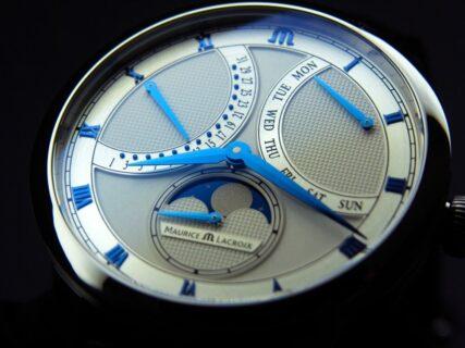 ムーンフェイズ レトログラードの緻密で崇高なデザイン「マスターピース ムーンフェイズ レトログラード」
