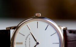 一切の無駄を省いたシンプルな腕時計