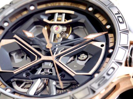 時計界随一の進化した時計の世界。ロジェ・デュブイでスケルトンウォッチを 〜 エクスカリバー ウラカン 〜
