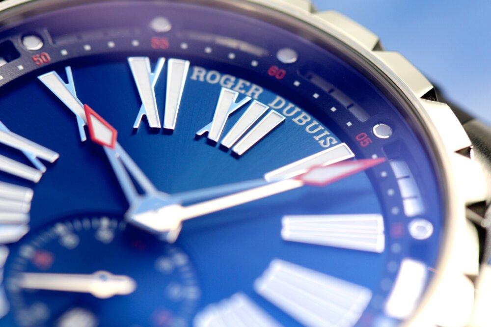 ロジェ・デュブイ 立体的なブルー文字盤が美しい!「エクスカリバー オートマティック」-ROGER DUBUIS -IMG_9994