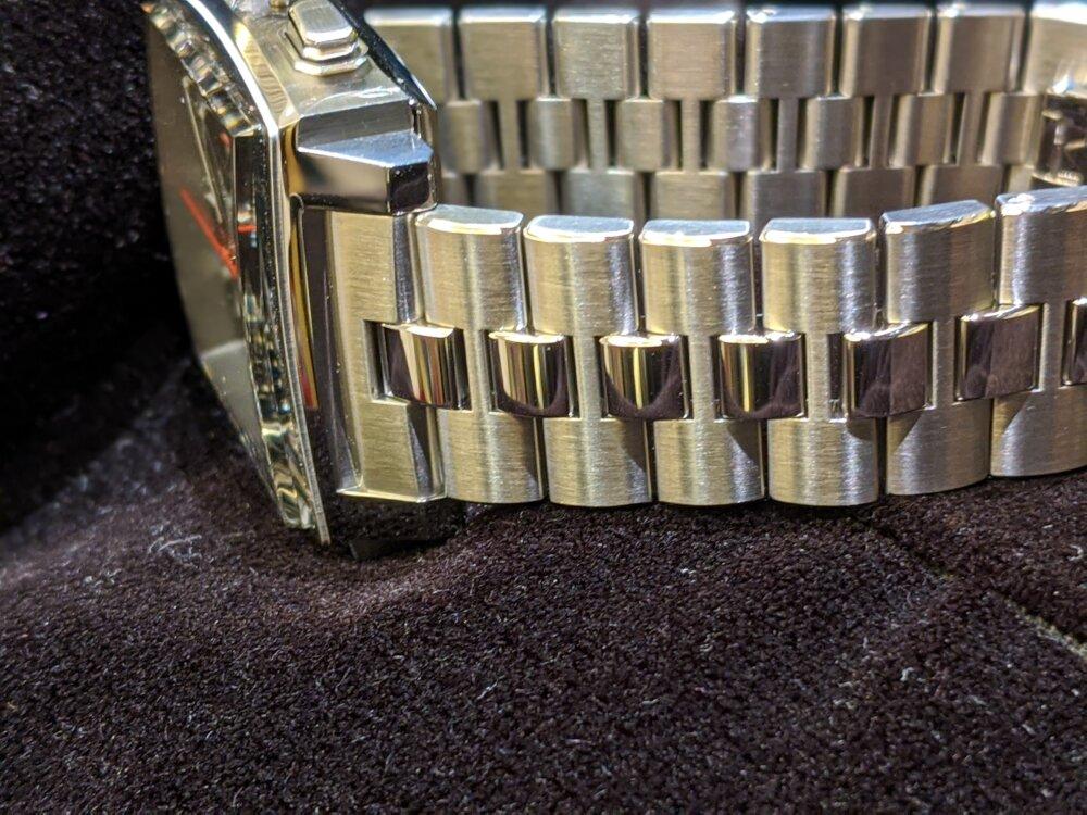 タグホイヤーの名作、モナコに新しいカラーが登場しました!-TAG Heuer -00100lrPORTRAIT_00100_BURST20201008160812507_COVER