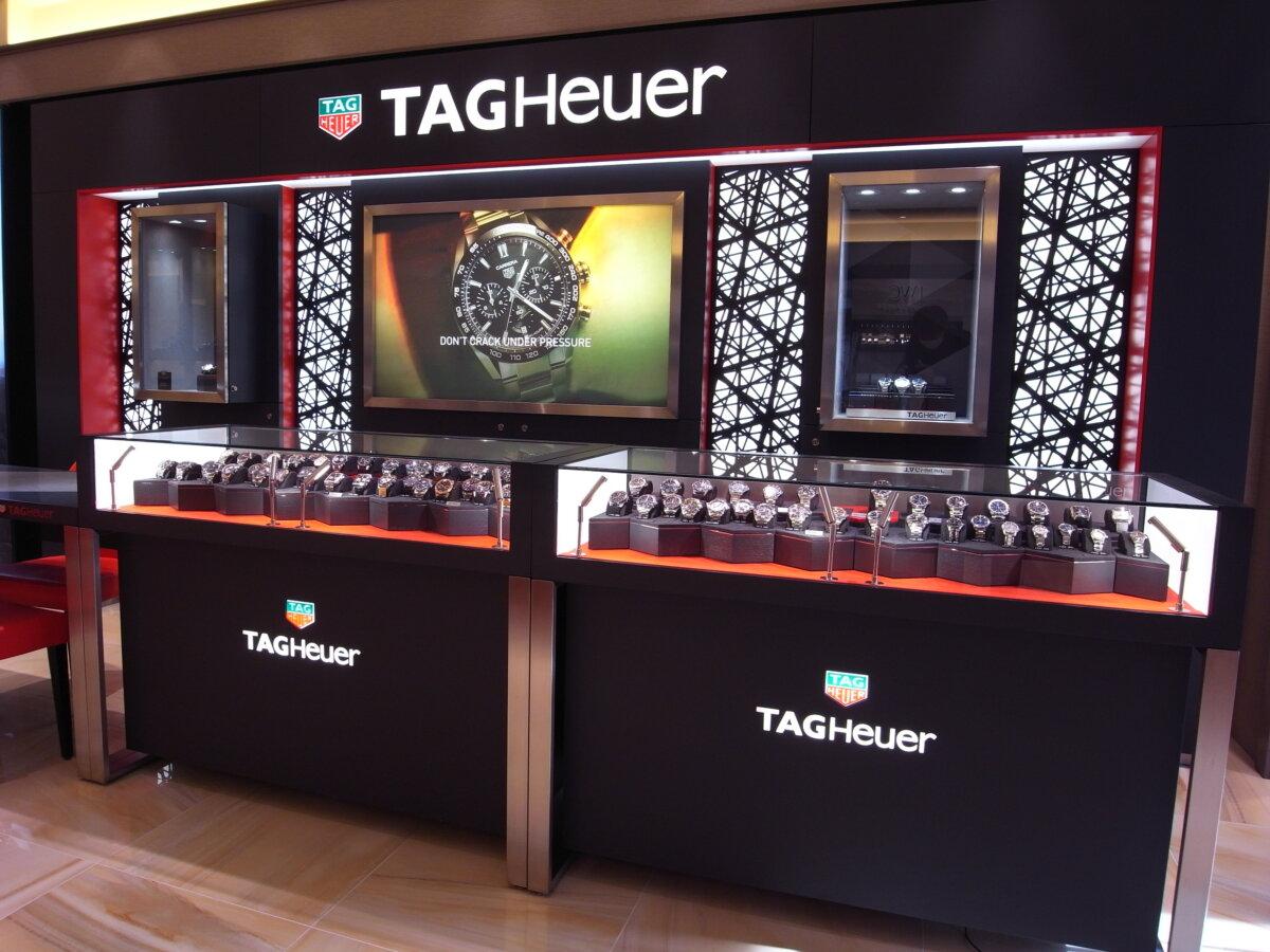タグ・ホイヤーの堅牢な時計の6つの機能が詰まった「アクアレーサー」-TAG Heuer -R0012764