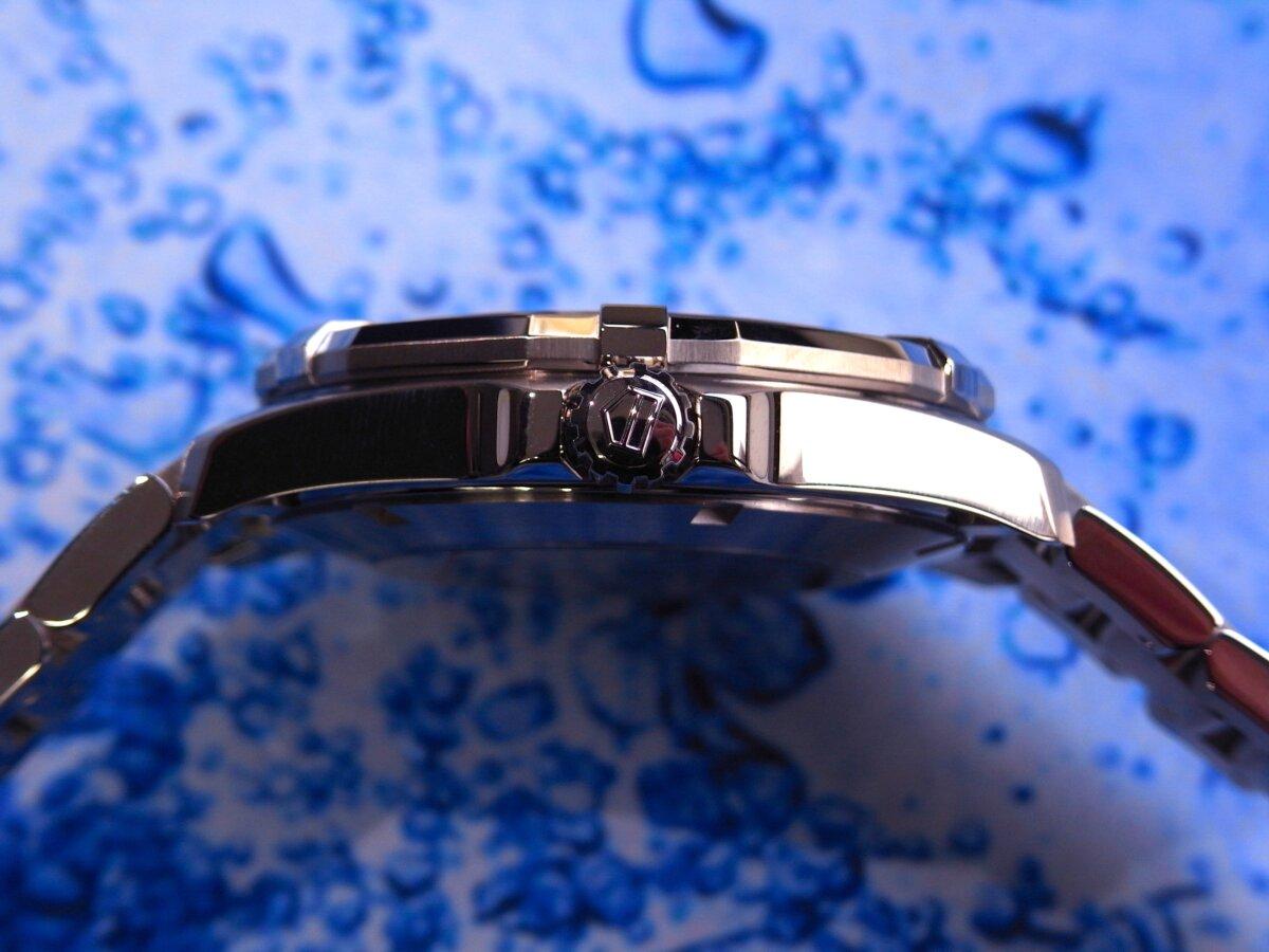 タグ・ホイヤーの堅牢な時計の6つの機能が詰まった「アクアレーサー」-TAG Heuer -R0014110