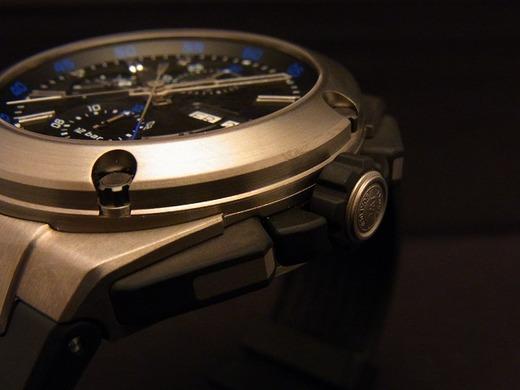 重厚感あるデザインですがチタンです-IWC -36880da2-s