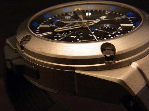 重厚感あるデザインですがチタンです-IWC -fe41494a-s