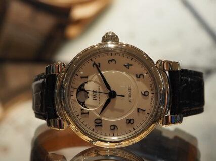 IWC  ファッション性と腕時計の質を象徴する「ダ・ヴィンチ・オートマティック・ムーンフェイズ 」