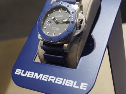 深い海を連想させるブルーセラミックベゼルのダイバーズモデル「サブマーシブル PAM00959」