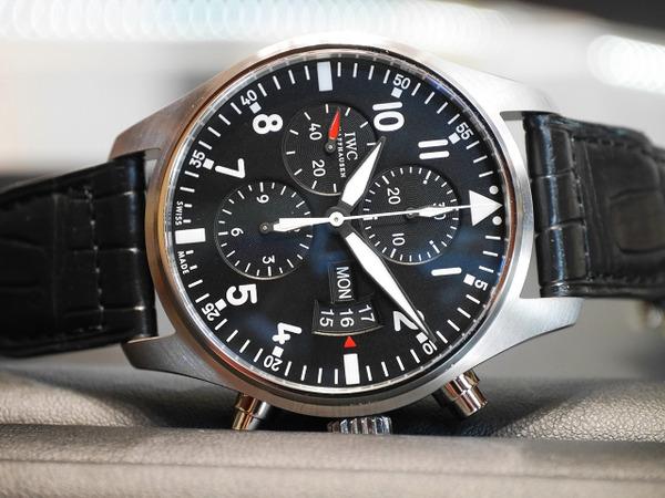 計器のような外観のクロノグラフ!IWCが手がけるパイロットの為の時計。パイロットウォッチ・クロノグラフ