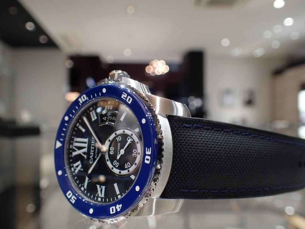美しいブルーウォッチで脱モノトーン時計はいかがでしょうか?-Cartier -P5080113