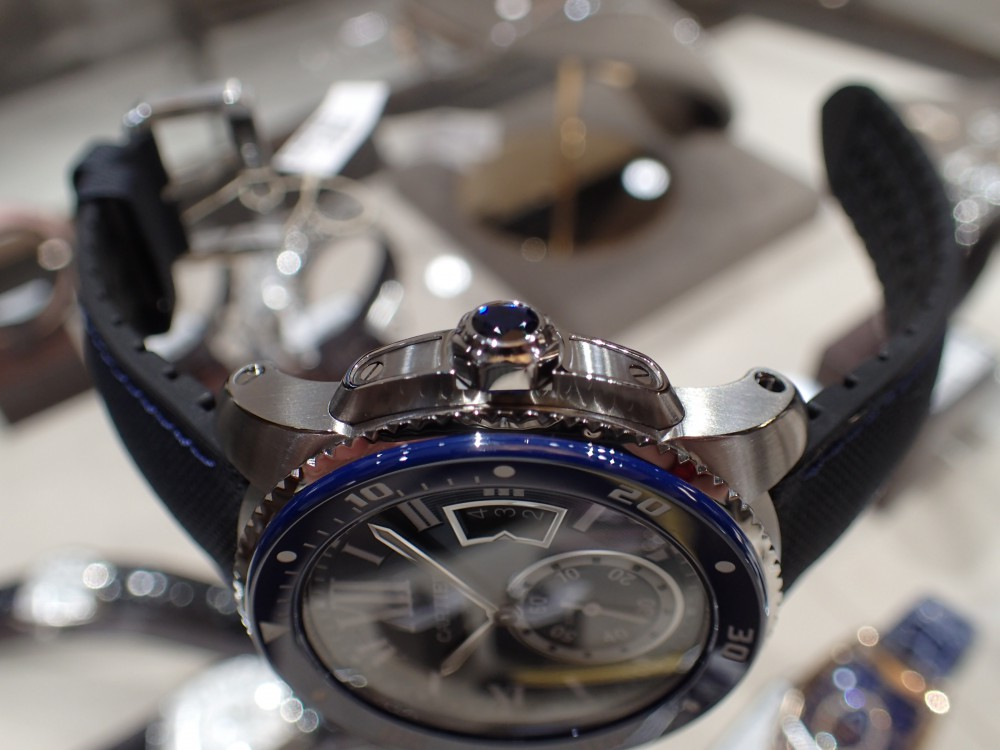 美しいブルーウォッチで脱モノトーン時計はいかがでしょうか?-Cartier -P5080115