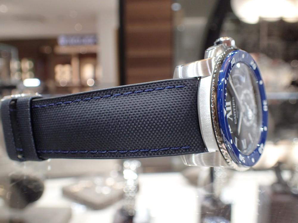 美しいブルーウォッチで脱モノトーン時計はいかがでしょうか?-Cartier -P5080116