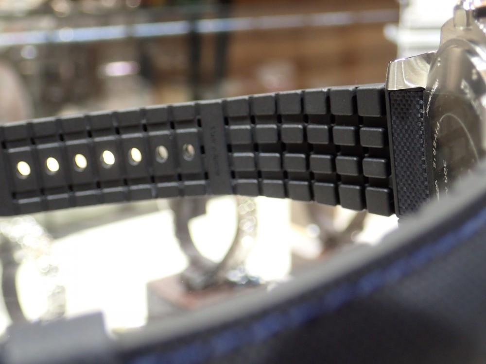美しいブルーウォッチで脱モノトーン時計はいかがでしょうか?-Cartier -P5080117