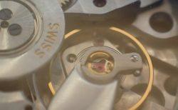 時計には定期的なオーバーホール(分解掃除)が必要です。