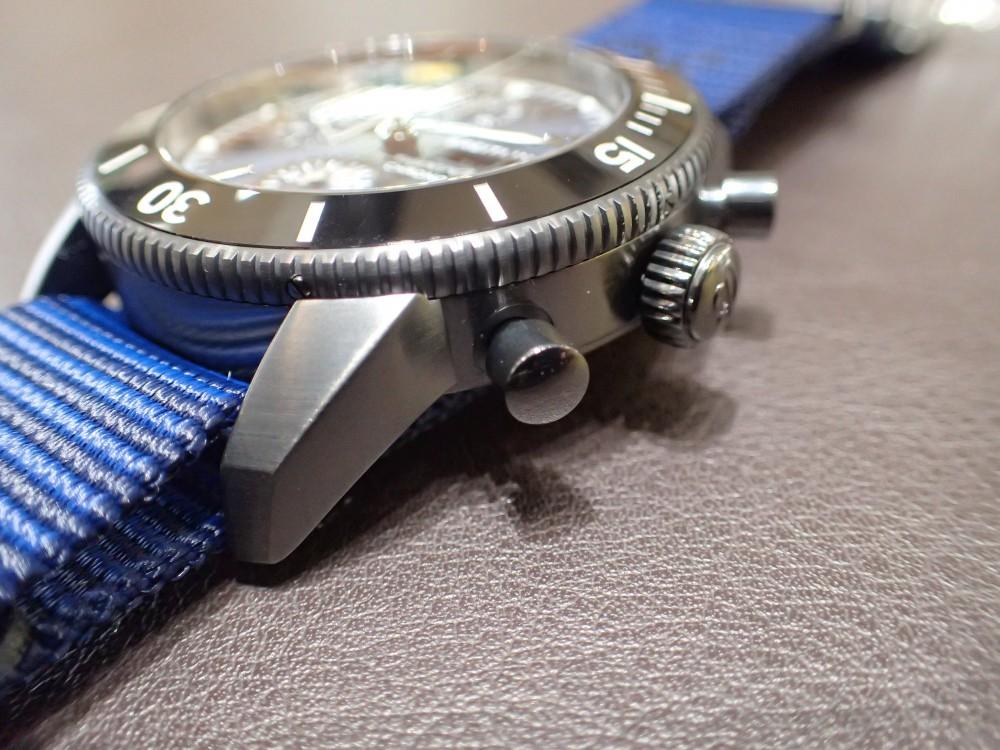 リサイクル素材でベルトを作った時計でecoを感じる ブライトリング スーパーオーシャン・ヘリテージⅡクロノグラフ44アウターノウン-BREITLING -P2140212