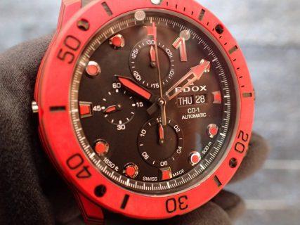 ひととは違う時計を楽しむ!レッドカラーのタフな時計 エドックス クロノオフショア1