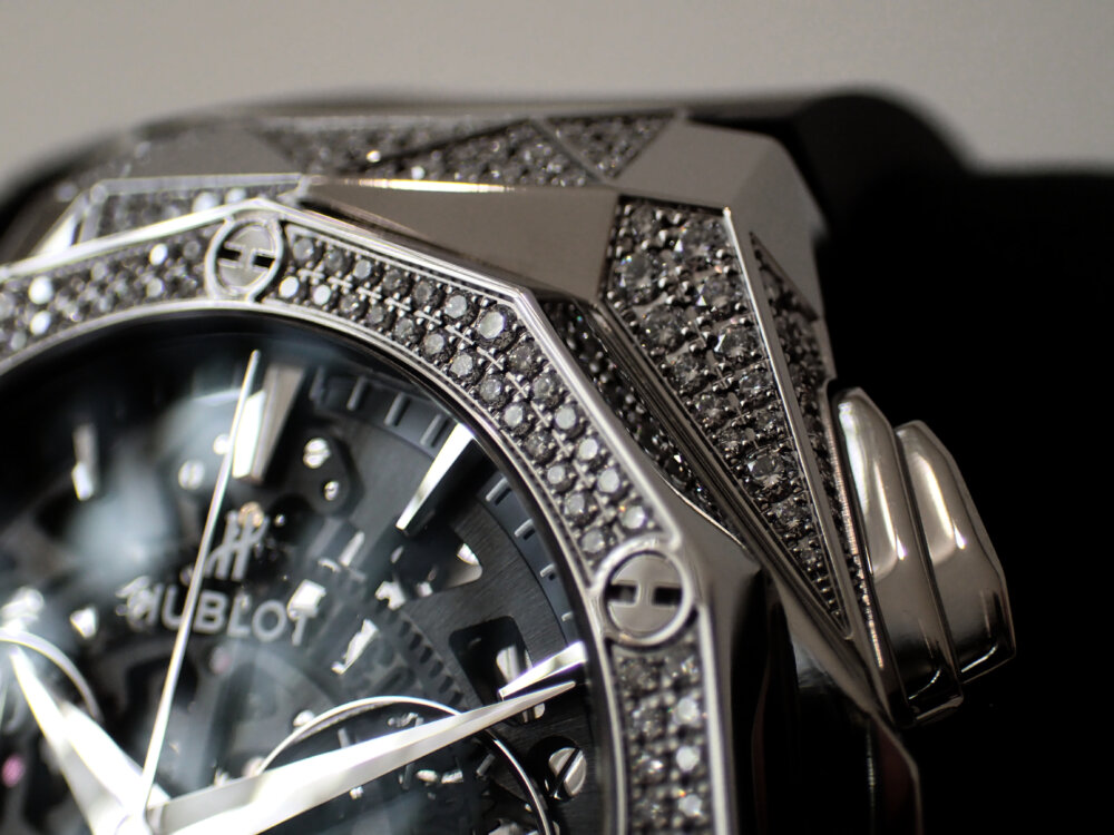 ダイヤモンドのカットを思わせる多面的なウブロ「アエロ・フュージョン クロノグラフ オーリンスキー」-HUBLOT -P8060130