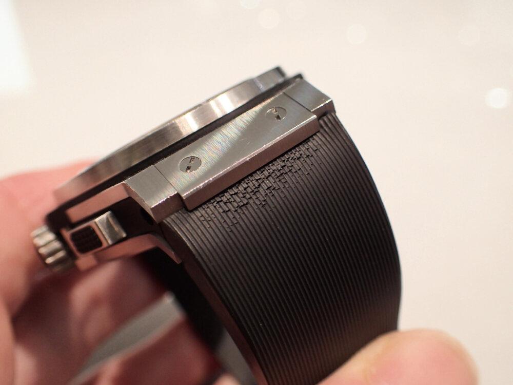 時計のラバーベルトが傷んでしまった時の対処法 ウブロ編-HUBLOT メンテナンス -P9262085