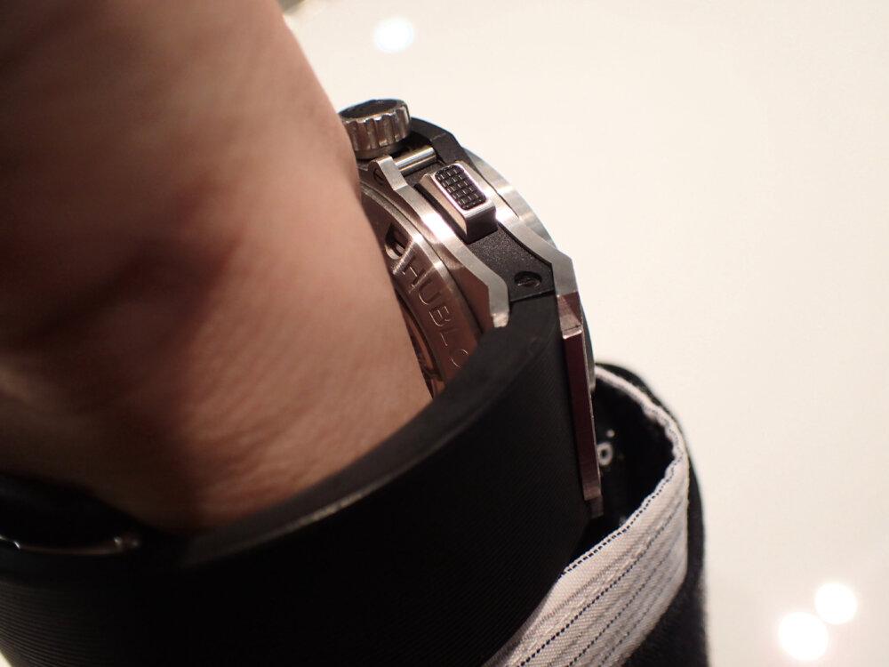 時計のラバーベルトが傷んでしまった時の対処法 ウブロ編-HUBLOT メンテナンス -P9262087