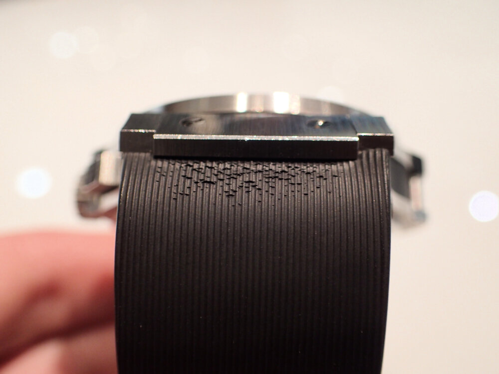 時計のラバーベルトが傷んでしまった時の対処法 ウブロ編-HUBLOT メンテナンス -P9262089