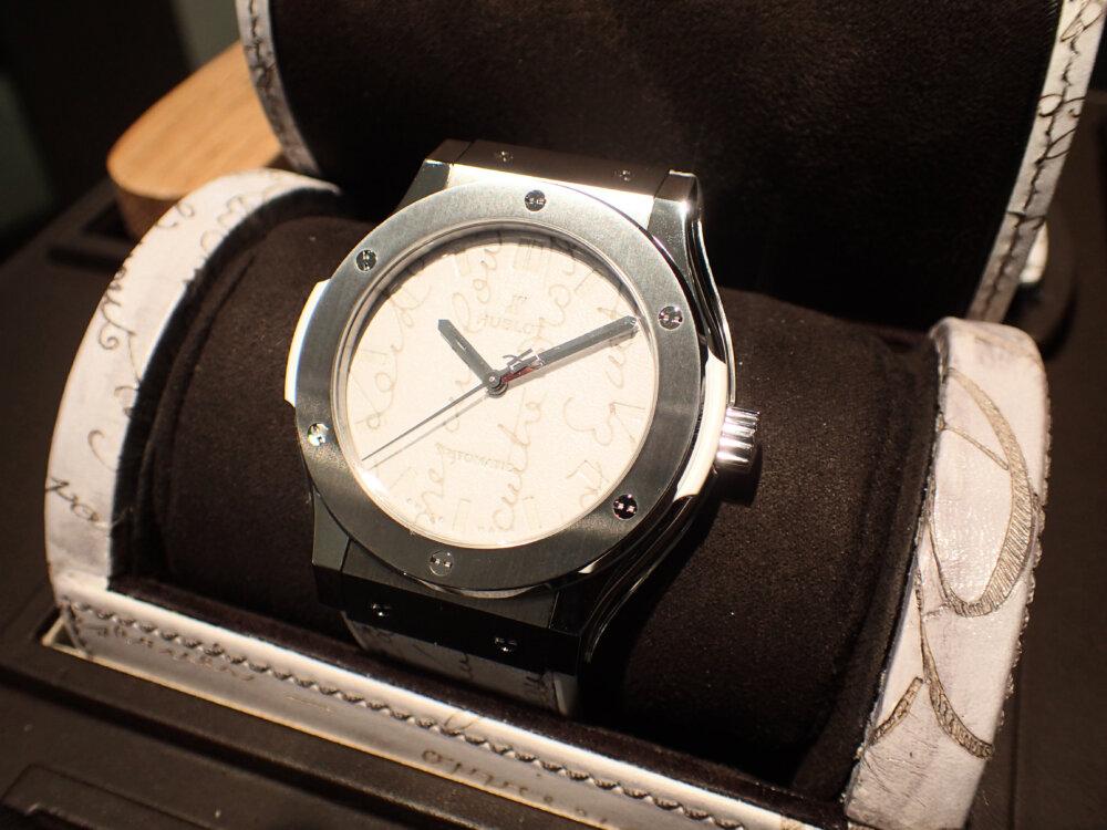 ウブロとベルルッティが融合した3針ホワイトカラーの日本限定モデルはBOXまで豪華な仕様だった-HUBLOT -PA042482